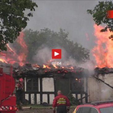 Gård nedbrændt: Lyn slog ned i hus på Fyn